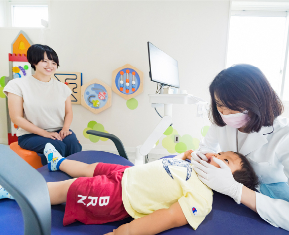 お子さまの診察に同伴して頂けます。